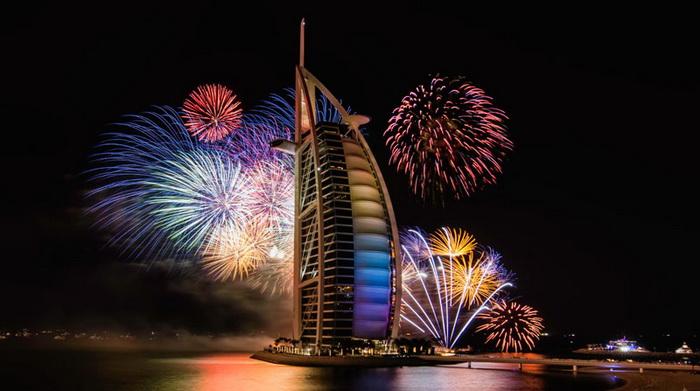 Фейерверки в Dubai в новогоднюю ночь