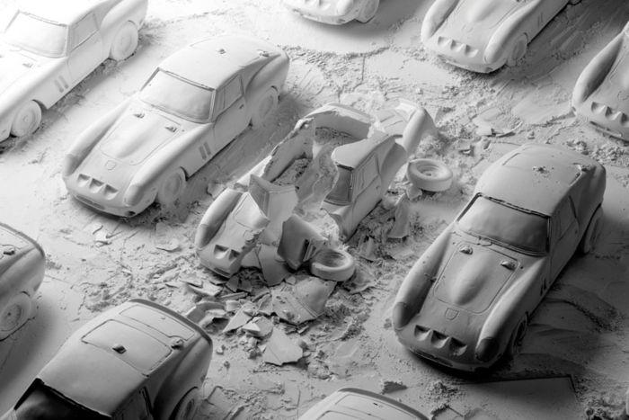 Коллекция автомобилей в момент взрыва