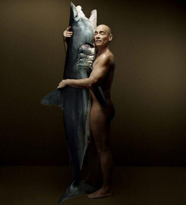 Jean-Marc Barr с акулой