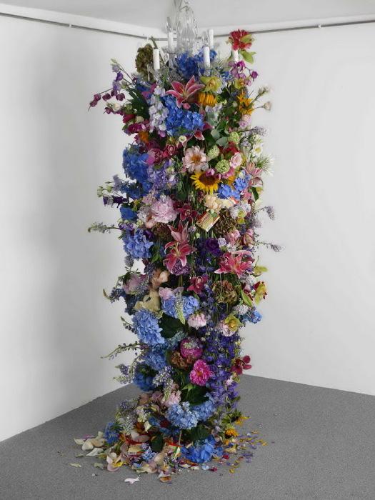 Цветочный столб от Rebecca Louise Law.
