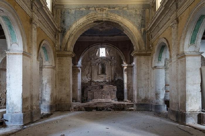 Разрушенные здания Италии.