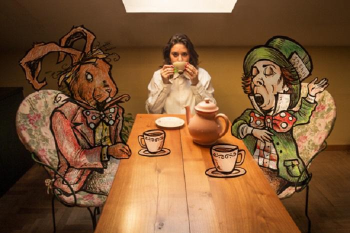 Чаепитие Алисы в стране Чудес.