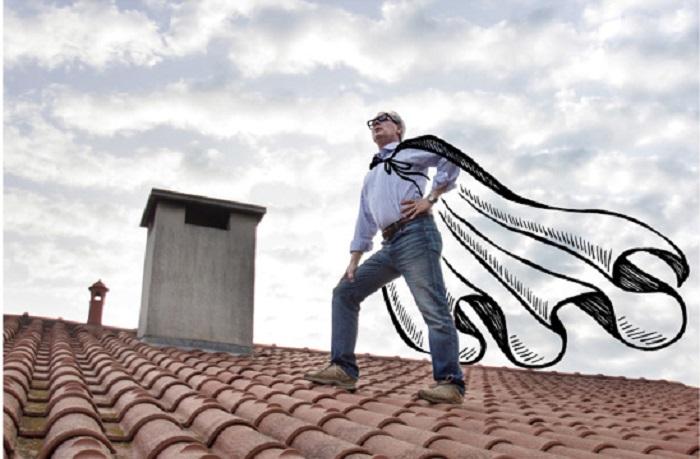 Супергерой на крыше.