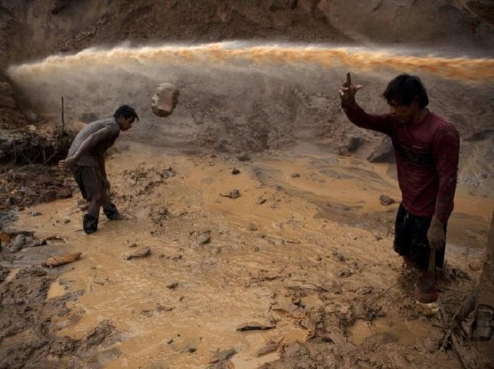 Золотоискатели на руднике в Ла-Пампа.