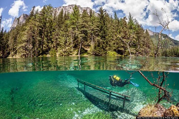 Зеленое озеро, разливающееся раз в год