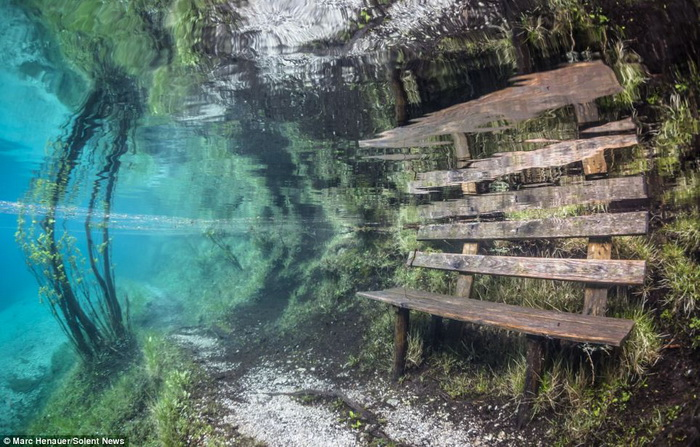 Дайвер на дне Зеленого озера