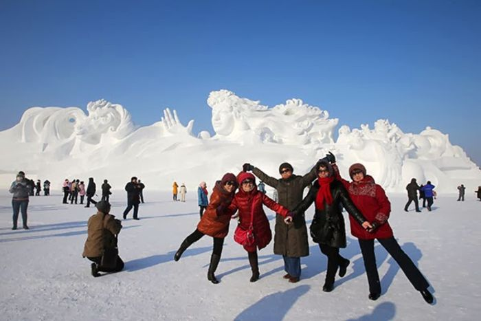Китай готовится к фестивалю снежных скульптур