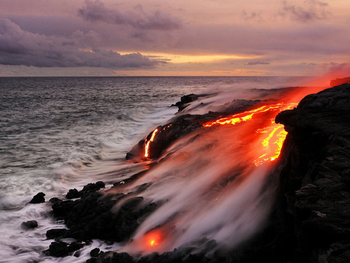 Гавайские острова, извержение вулкана.
