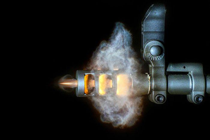 Красота пуль, вылетающих из дула пистолета