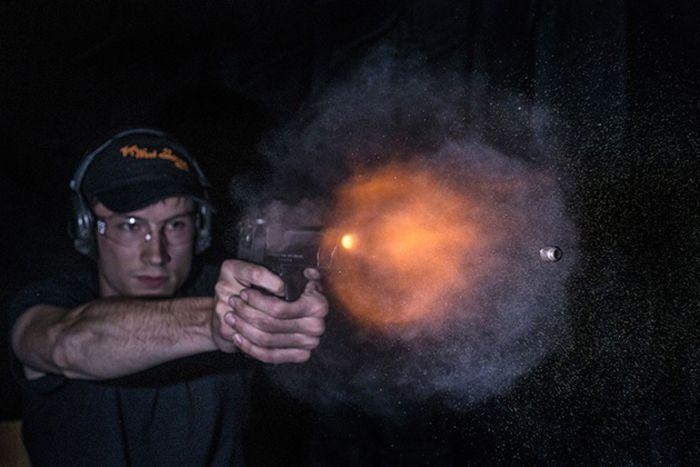Пули, вылетающие из дула пистолета