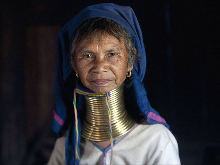 Кольца на шее женщины из племени Kayan