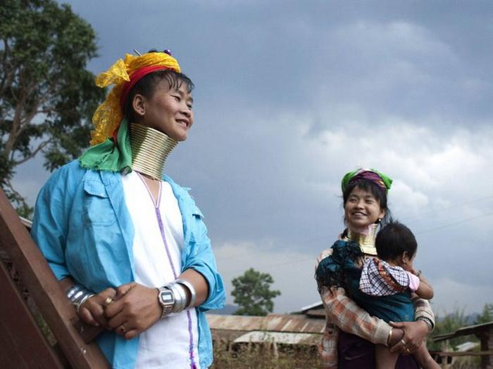 Длинная шея представительниц племени Kayan.