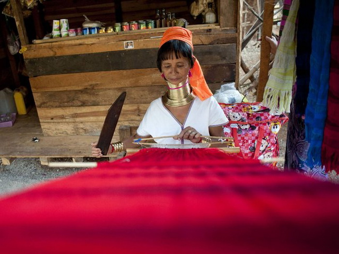 Кольца на шее у женщин племени Kayan.