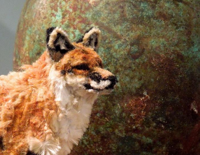 Красная лиса из щеток для курительных трубок