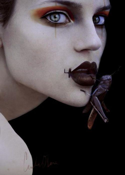 Cristina Otero в роли насекомого