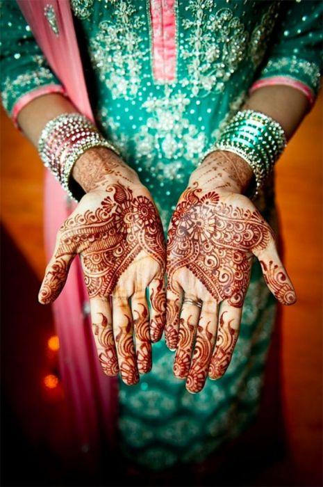 традиция расписывать хной руки невесты