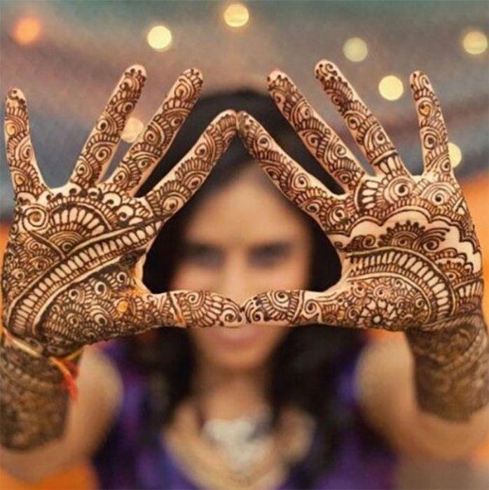 невеста с разрисованными руками