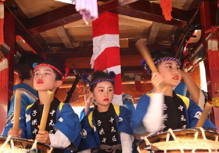 Дети на фестивале Mikuni Dolls.