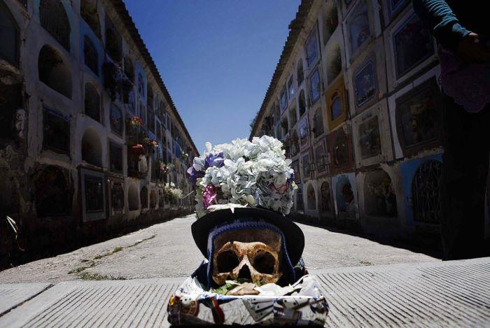 освящение черепов в Боливии