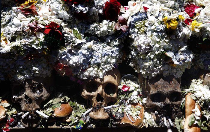 освящение черепов 8 ноября в Боливии
