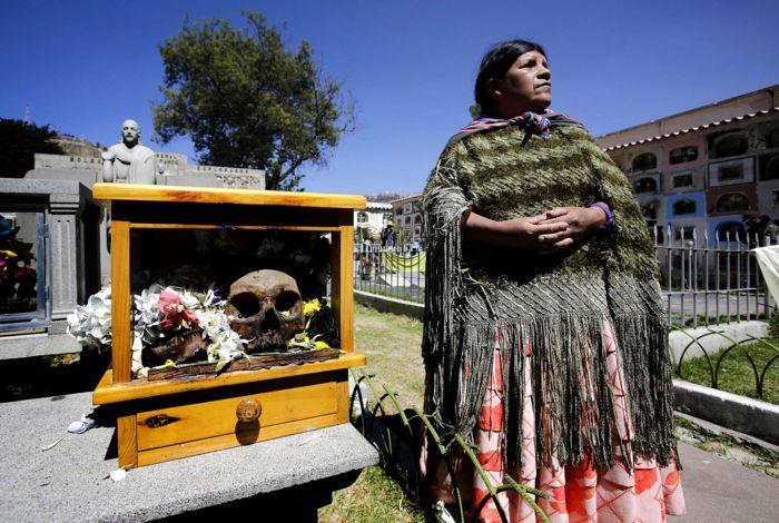 черепа усопших родных жителей Боливии на празднике Натитас