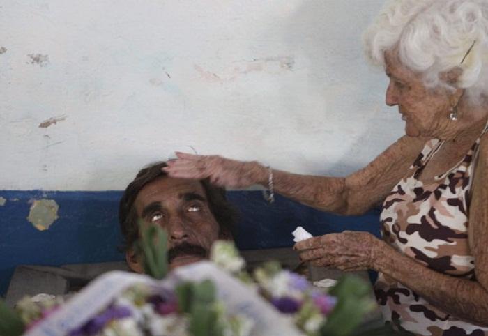 Символичное погребение на Кубе