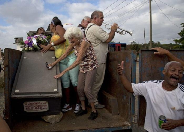 Burial of Pachencho: символичное погребение на Кубе