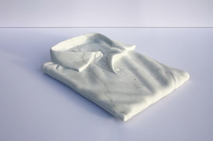 Рубашка-поло из мрамора.