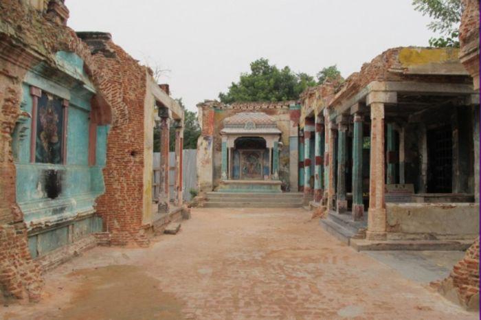 Разрушенный храм в Пондичерри