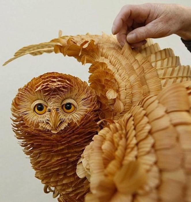 Интересные фигуры животных из деревянных стружек