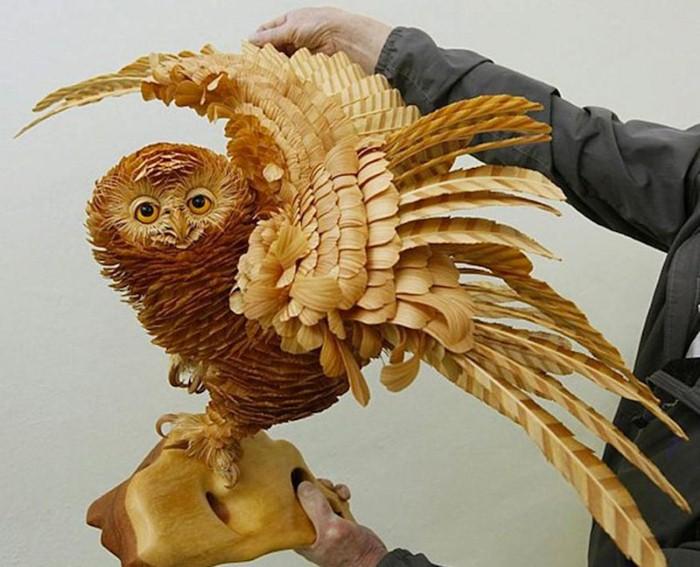 Колоритные фигуры животных из деревянных стружек от художника Сергея Бобкова