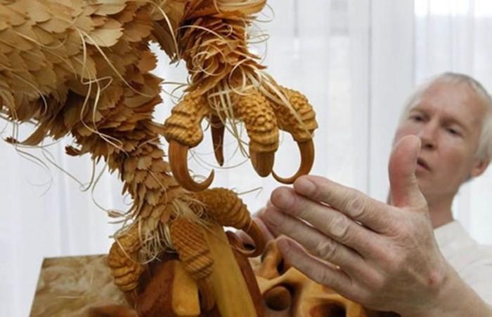 Колоритные фигуры животных из деревянных стружек