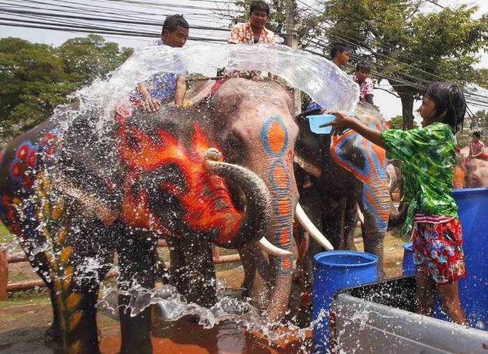 День Songkran в Таиланде.