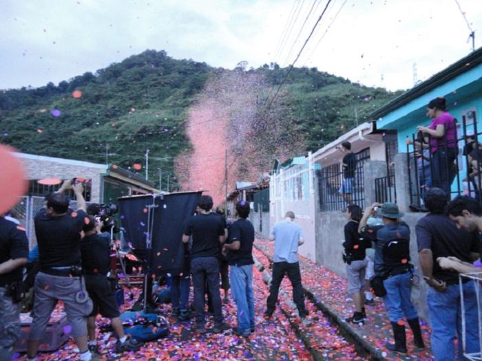 Взрыв цветочных лепестков.
