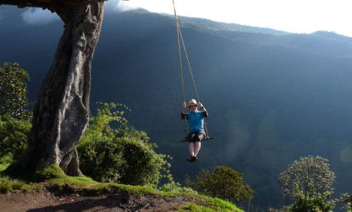 Если человеку пришлось бежать с горы во сне, тогда наяву ему не следует ожидать счастливых перемен в жизни.