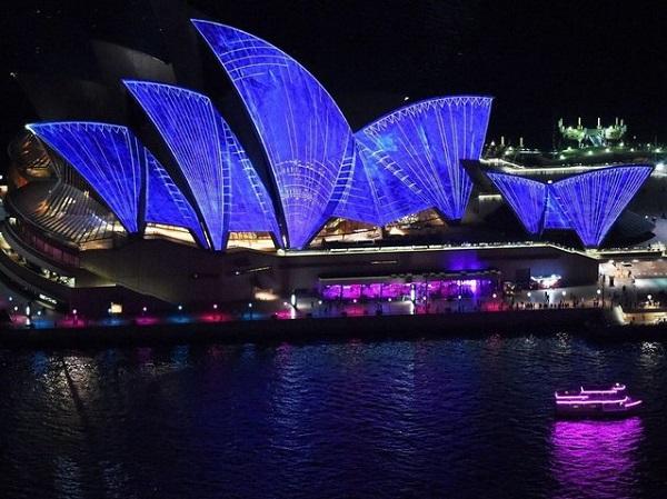 Световое шоу Sydney Opera House.