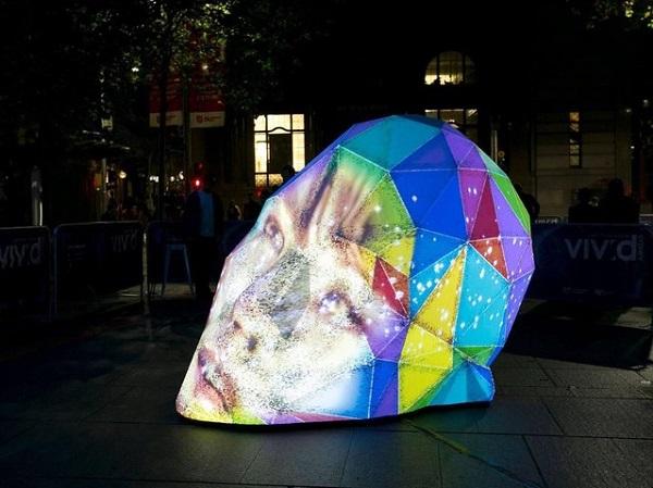 Оригинальная световая скульптура.