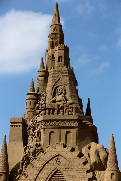 Песочное здание.