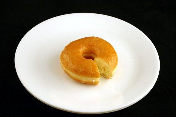 Небольшой с виду пончик - это более 200 калорий
