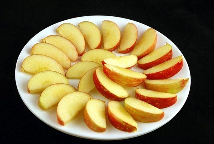 В 385 граммах яблок содержится 200 калорий