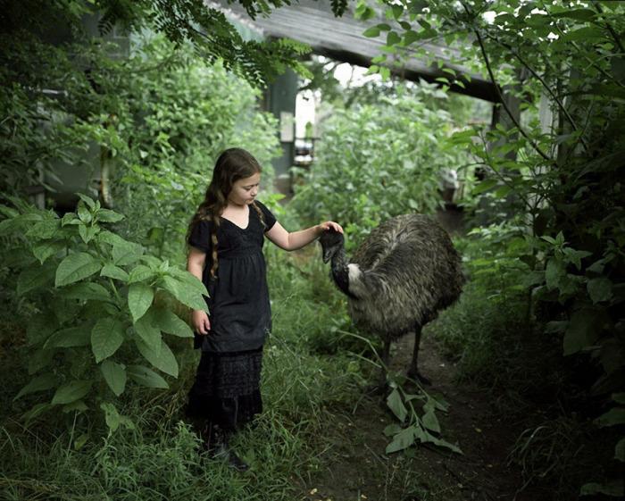 Amelia and the Animals: ребенок и животные