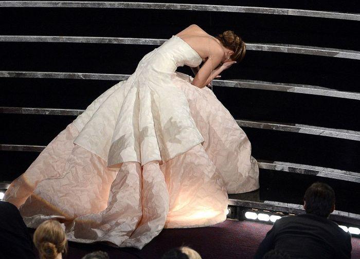 Дженнифер Лоуренс на получении премии Оскар