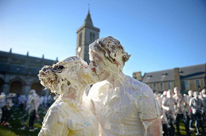 Пенные бои в шотландском университете Сент-Эндрюс