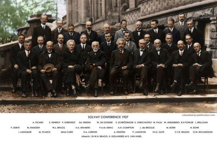 Восстановленная фотография научной конференции