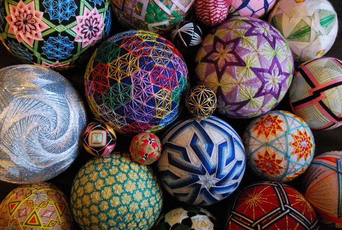 Шары тэмари Embroidered-temari-balls-japan-1