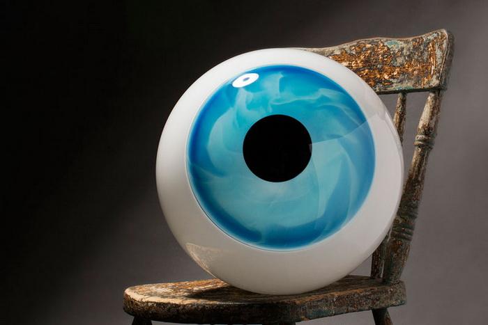 Гигантский стеклянный глаз от Sigga Heimis
