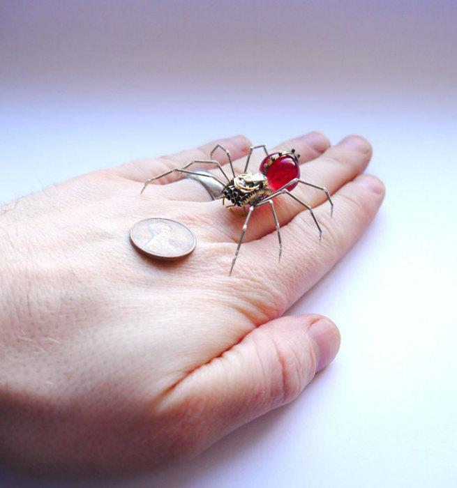 Уникальные скульптуры-насекомые.