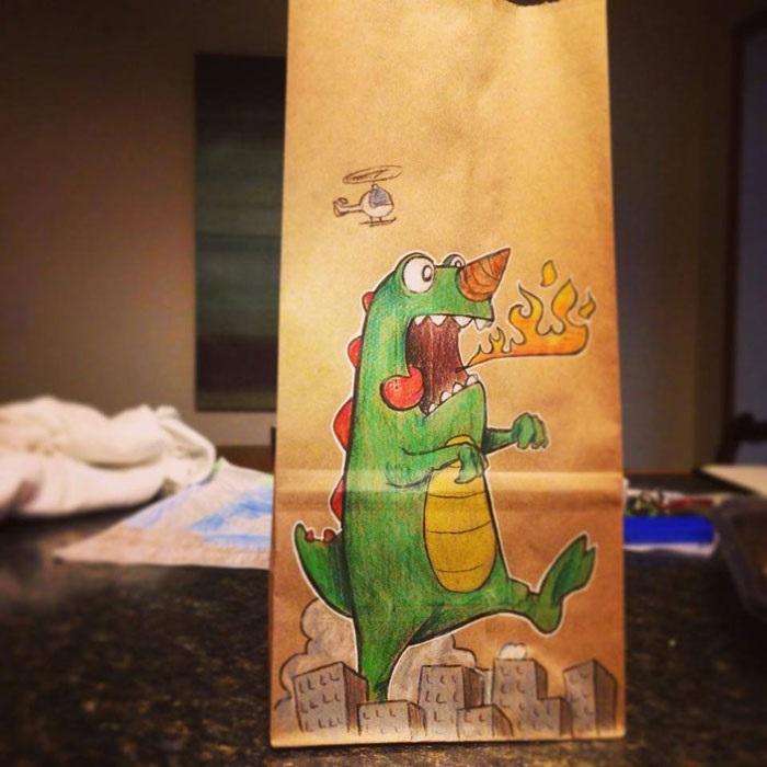Дракон на пакете для завтрака.