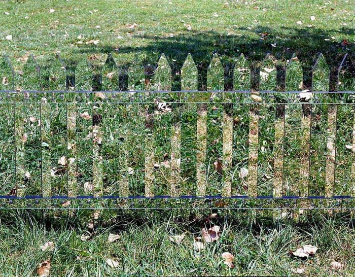 Забор из зеркала от Alyson Shotz
