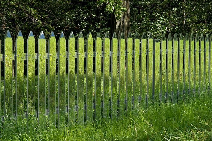 Уникальный зеркальный забор